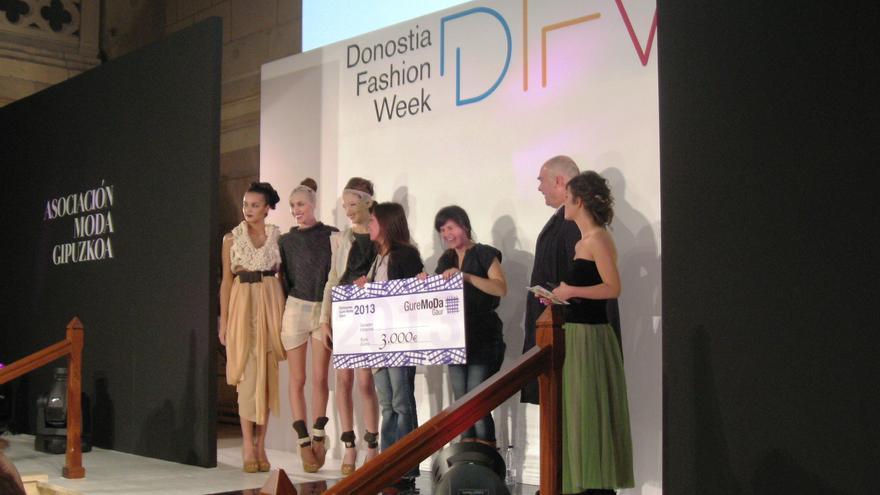 Paula González y Clara Virgili resultan ganadoras del II concurso Gure Moda Gaur de jóvenes diseñadores vascos