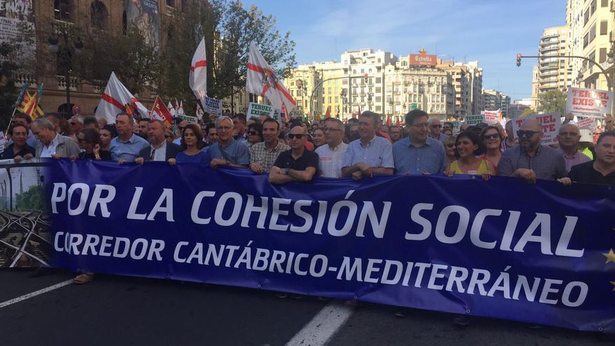 Cabecera de la manifestación por el corredor Cantábrico-Mediterráneo.