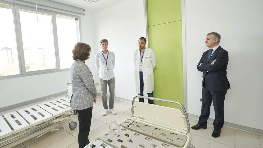 Urkullu y Murga, en su visita a las nuevas habitaciones habilitadas para enfermos de coronavirus en Txagorritxu