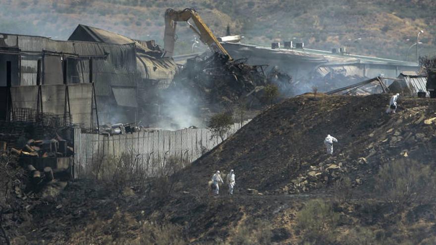 Labores de extinción del incendio de Chiloeches / EFE