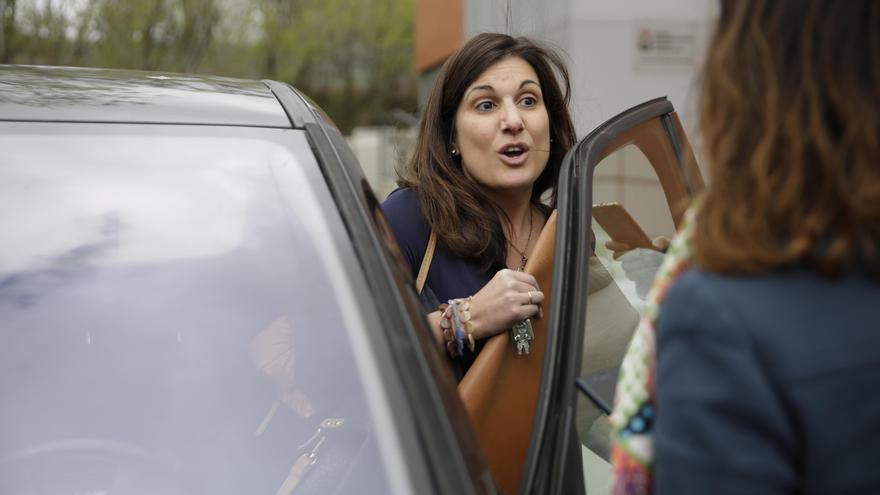 La profesora Clara Souto, a la salida de la Universidad Rey Juan Carlos. Foto: Olmo Calvo
