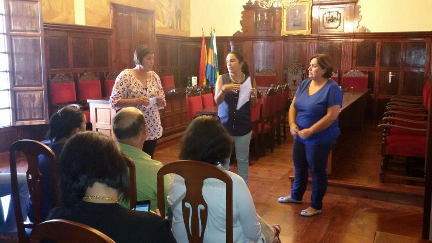 En la imagen, reunión celebrada en el Ayuntamiento para dinamizar los barrios en Navidad.