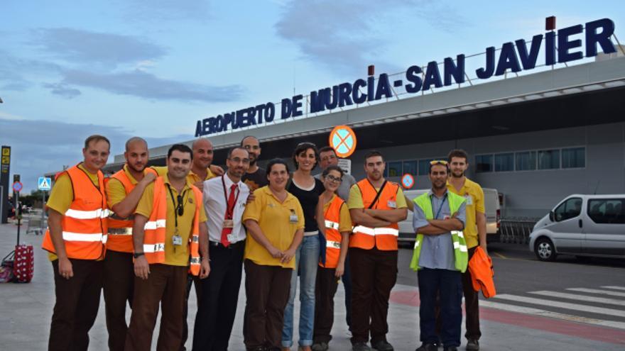 Trabajadores del aeropuerto de Murcia - San Javier con Lola Sánchez, eurodiputada de Podemos