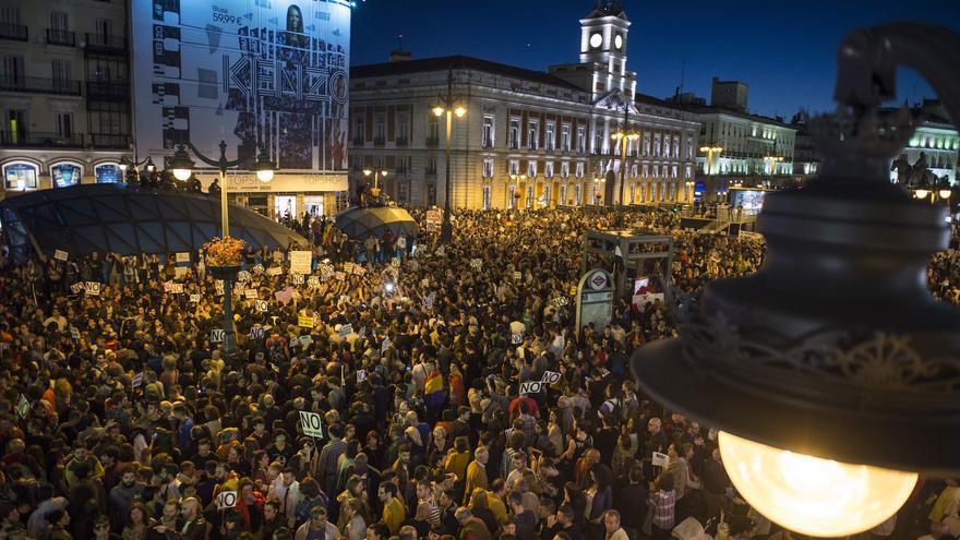 Miles de personas se agolpan en la Puerta del Sol, tras recorrer el itinerario previsto para la manifestación