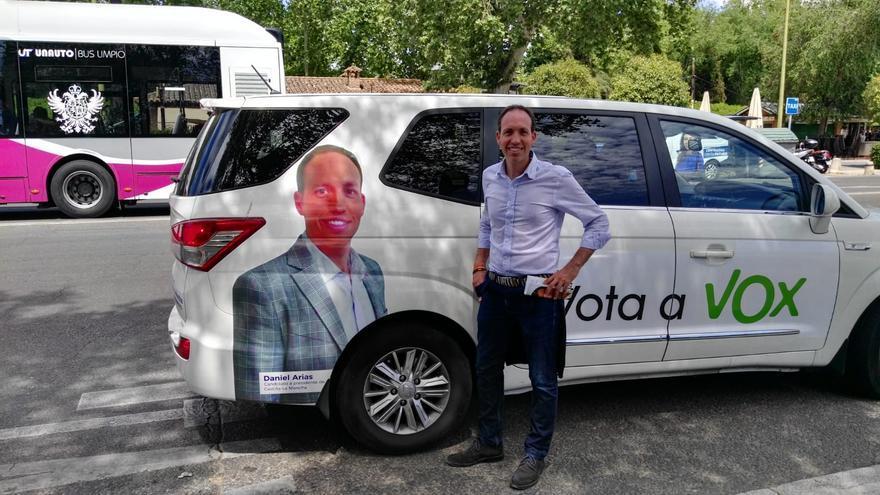 El 'Voxmóvil' del candidato en CLM, Daniel Arias