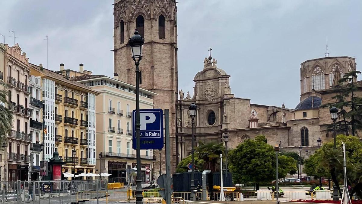 La Catedral vista desde la plaza de la Reina.