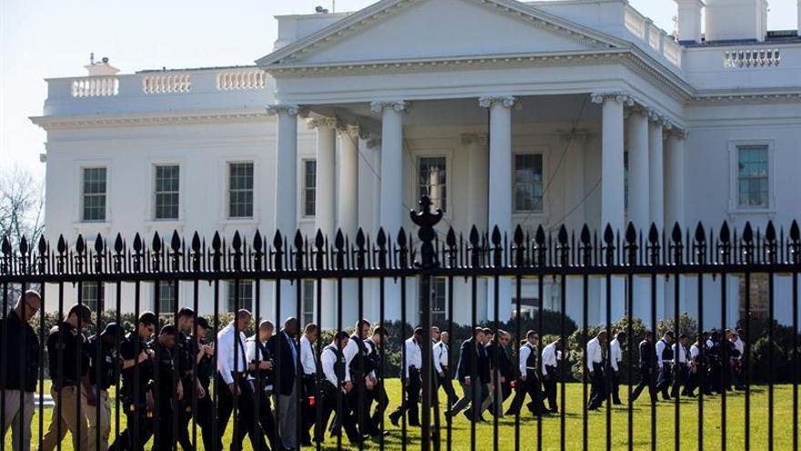 """Detienen a una persona por """"actividad sospechosa"""" cerca de la Casa Blanca"""