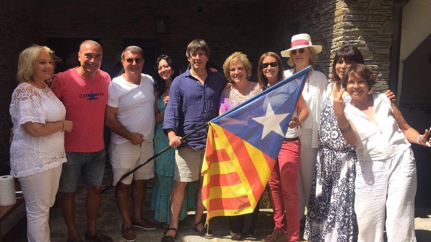 Puigdemont, Laporta, Rahola y otros asistentes a la fiesta