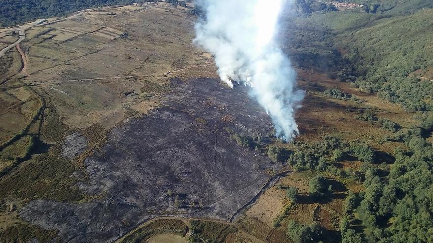 Sofocado el incendio de Yermo y declarado otro pequeño en el Dobra, en una zona de matorral y sin riesgo