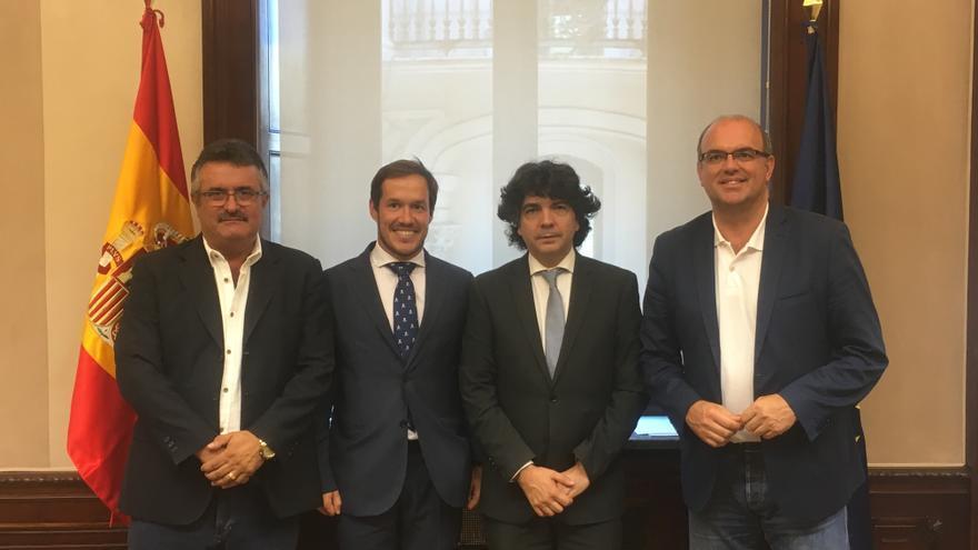 La autoridades palmeras en la reunión de Madrid.