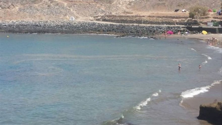 Playa afectada por las microalgas, en una imagen de archivo