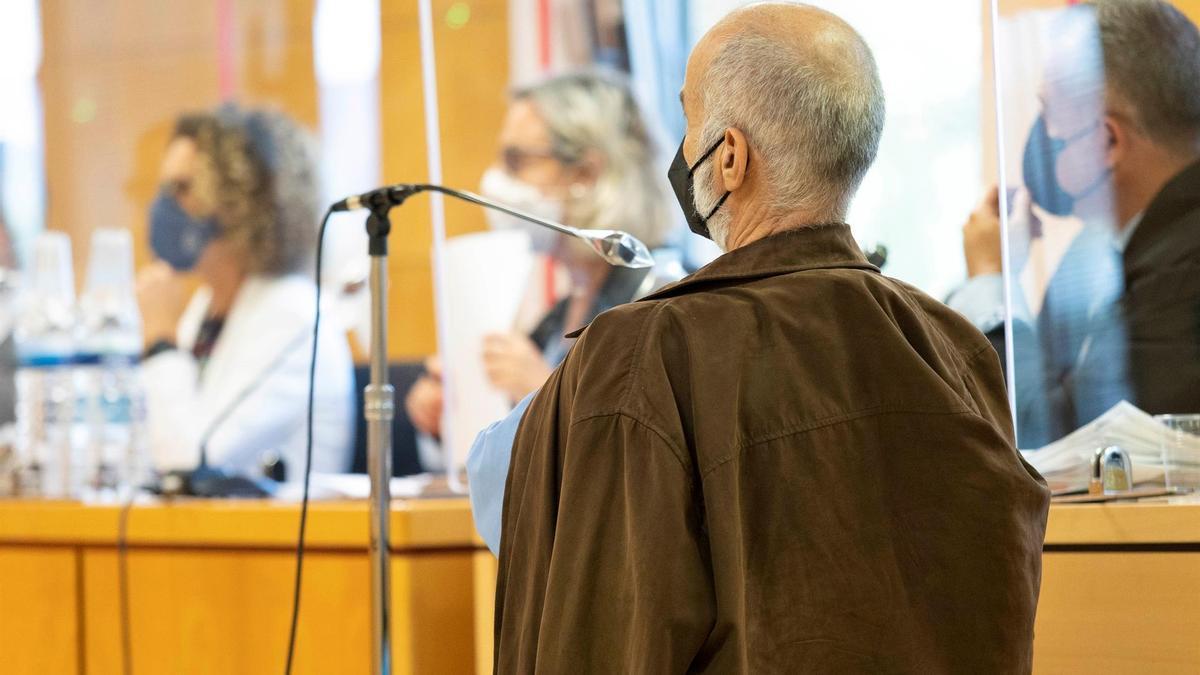 El acusado de falsedad en documento público y malversación como jefe de administración del recinto ferial de Tenerife, Ignacio C., durante el juicio
