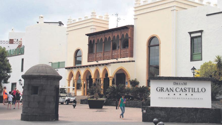 Hotel Gran Castillo, uno de los que tiene desaladora sin título habilitante.