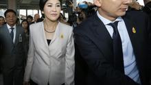 La primera ministra tailandesa reitera emocionada que no dimitirá