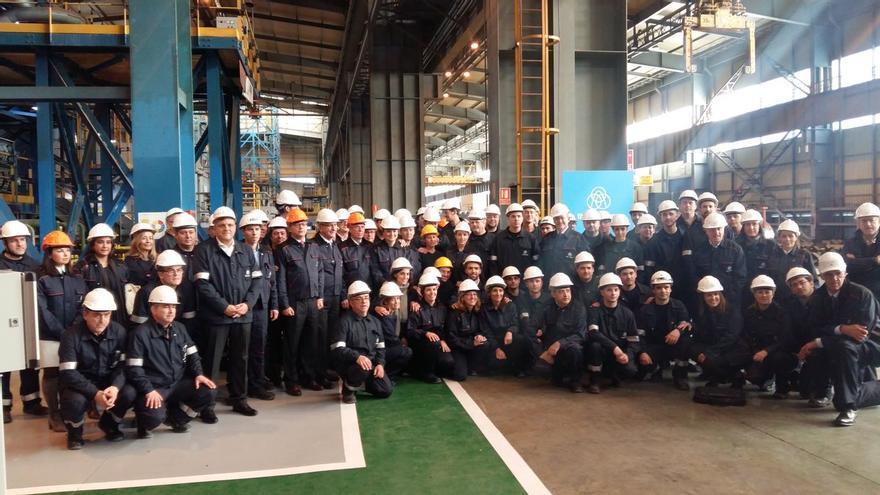 Los trabajadores de Galmed en la reapertura de la planta de Sagunto.
