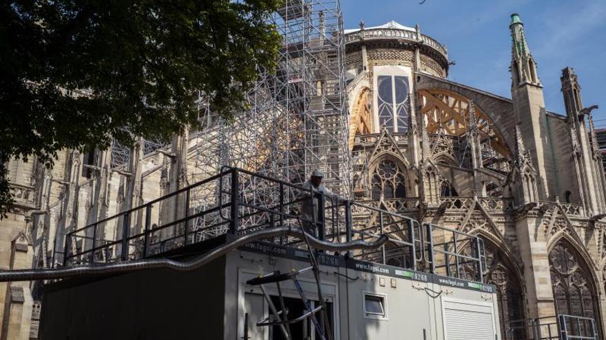Notre Dame se recompone tratando de mantenerse fiel a sus orígenes