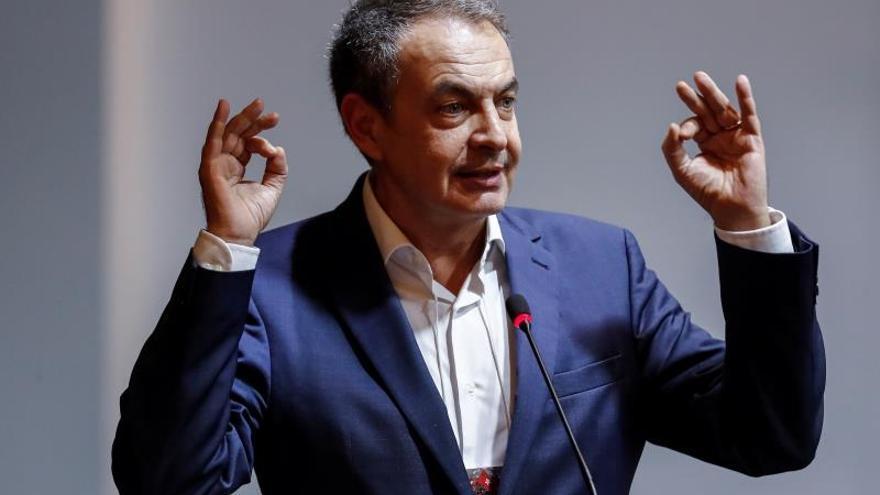 El expresidente del Gobierno español José Luis Rodríguez Zapatero habla durante una conferencia sobre democracia celebrada en el marco del séptimo Congreso Nacional del opositor Partido de los Trabajadores (PT), en Sao Paulo (Brasil).
