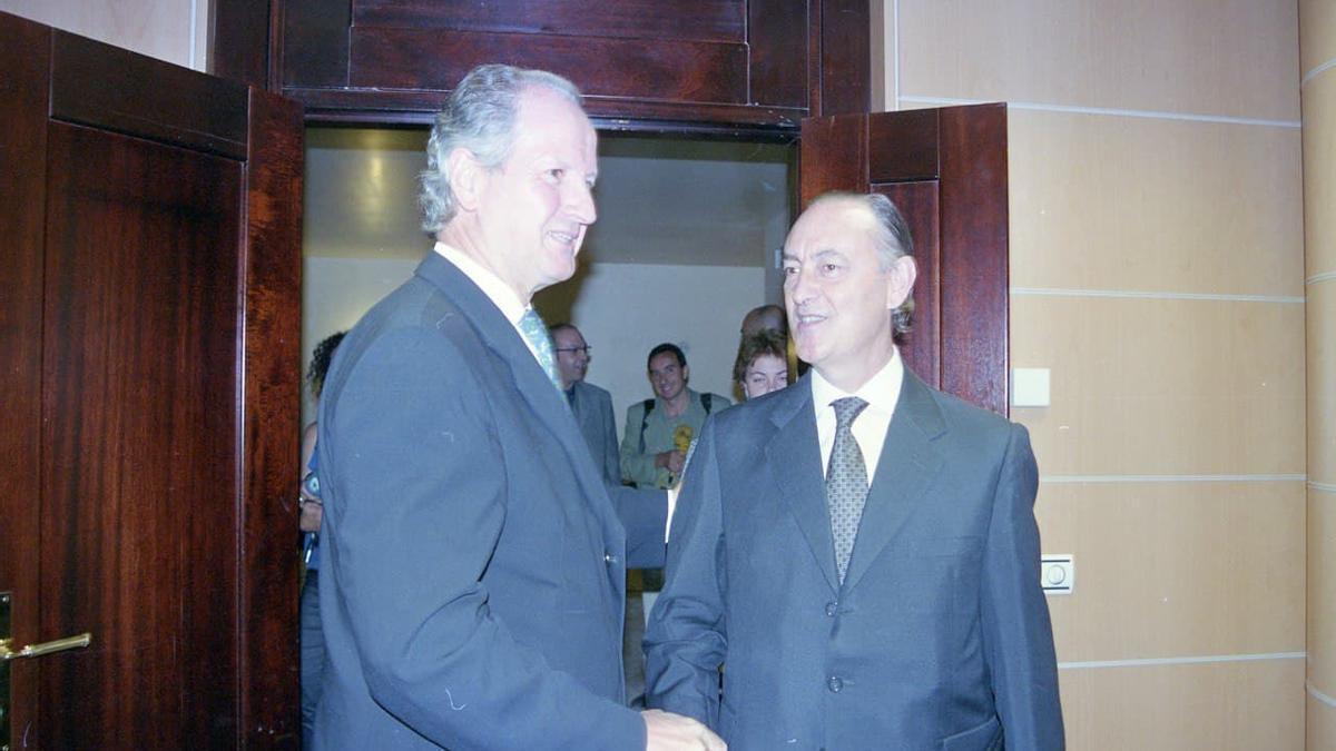 Markiegi, a la derecha, cuando era Ararteko