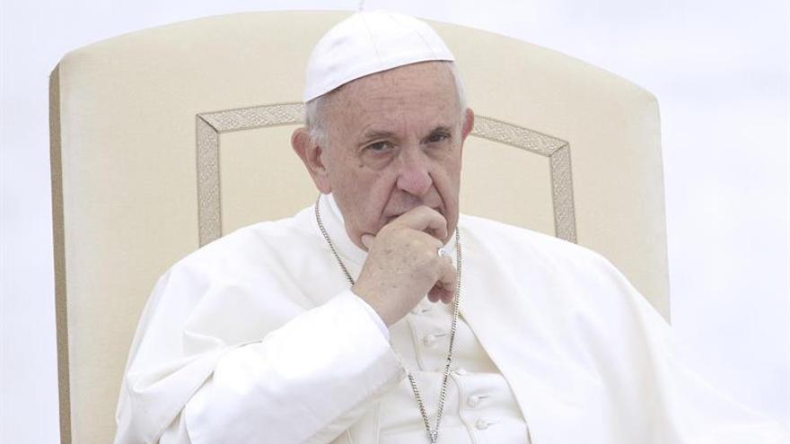"""El papa anima a valorar """"la diversidad de culturas"""" y advierte contra erigir muros"""