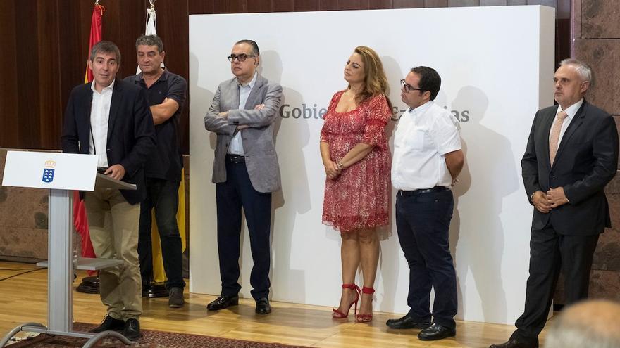 El presidente del Gobierno canario, Fernando Clavijo, en la firma de la Estrategia Canaria de Activación para el Empleo 2018-2020
