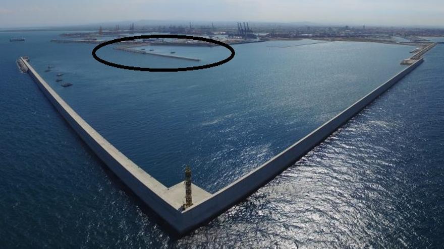 La primera fase de la ampliación norte; en el círculo, el dique que se desmantelará