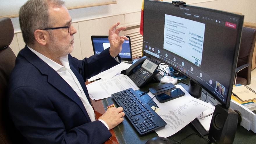 El rector de la UC, Ángel Pazos, en un acto telemático de campaña electoral para revalidar el cargo