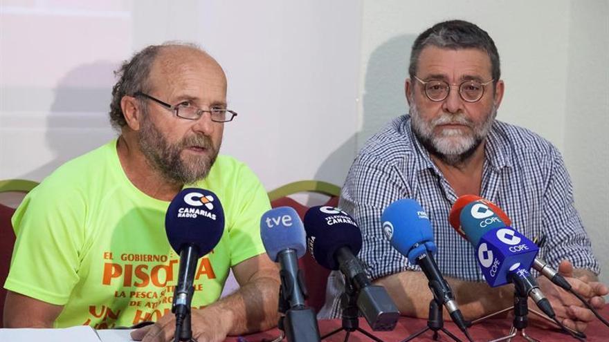 Fernando Gutiérrez, presidente de la Federación Regional de Cofradías,  y el profesor Álvaro Díaz, en la rueda de prensa