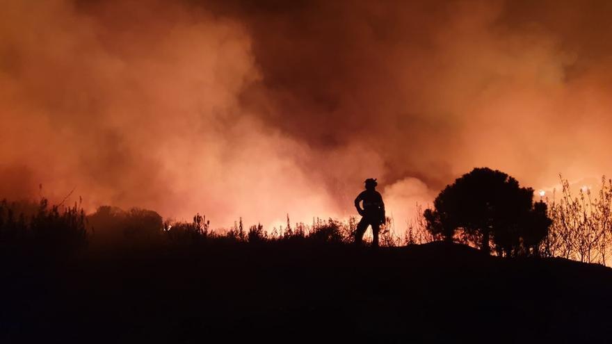 Controlado el incendio de Estepona tras afectar a 300 hectáreas y causar el desalojo de 2.000 vecinos