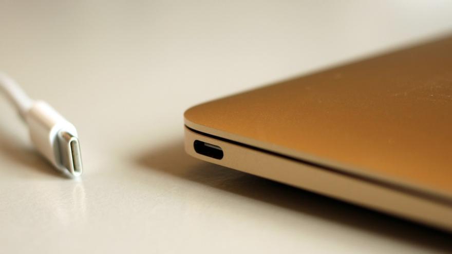 Por qué no puedes cargar tu portátil vía USB como lo haces