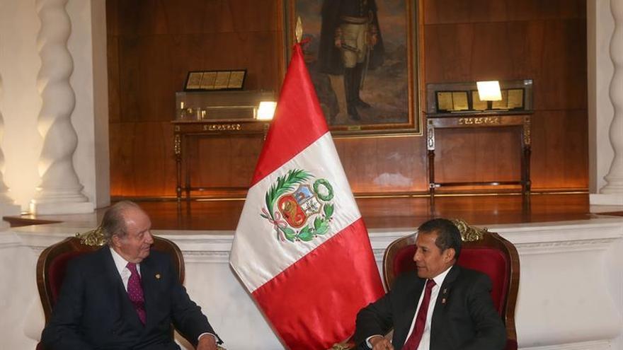 """Don Juan Carlos dice que el Rey está """"preocupado"""" por la investidura"""