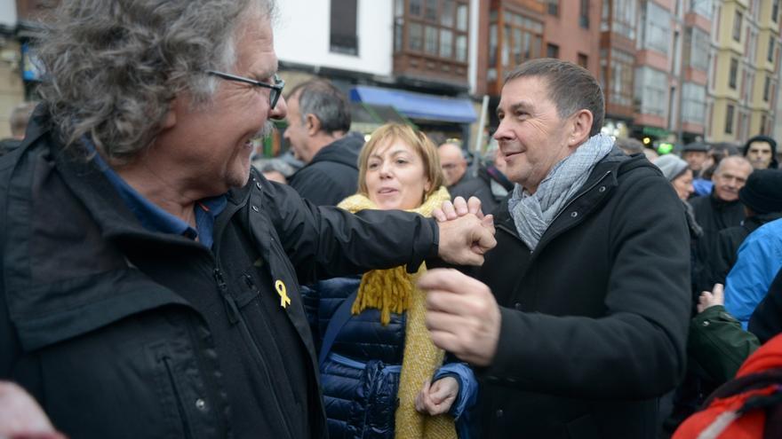 """Otegi pide la """"vuelta a casa"""" de los """"presos, deportados y exiliados"""" de ETA como """"una aportación a la convivencia"""""""