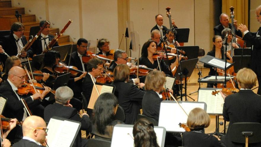 Miembros de la Orquesta Ciudad de Granada (OCG) actuando en el Auditorio Manuel de Falla