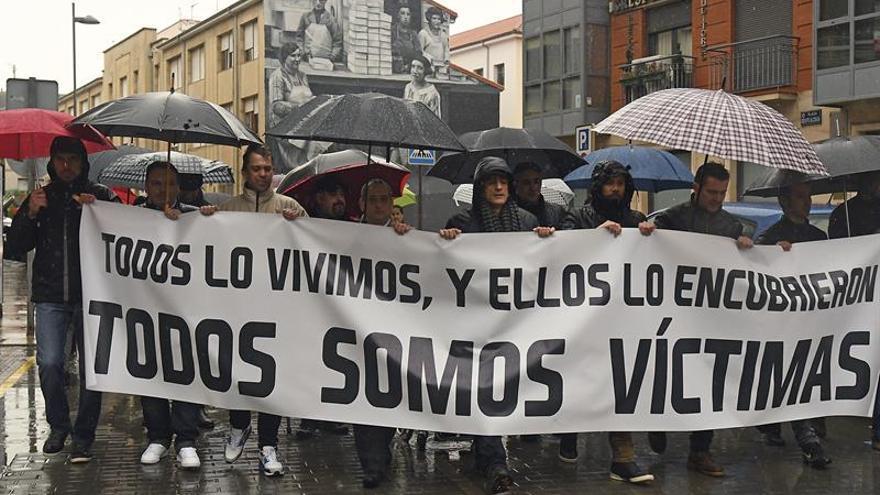 Exseminaristas en una protesta contra la Diócesis de Astorga.