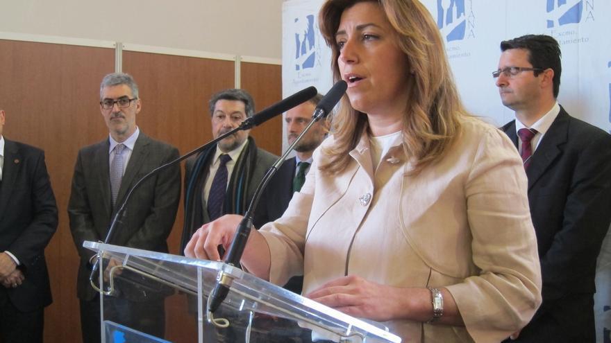 """Susana Díaz no aspirará a liderar el partido para dar """"estabilidad"""" a Andalucía y ayudar """"desde aquí"""" al PSOE"""