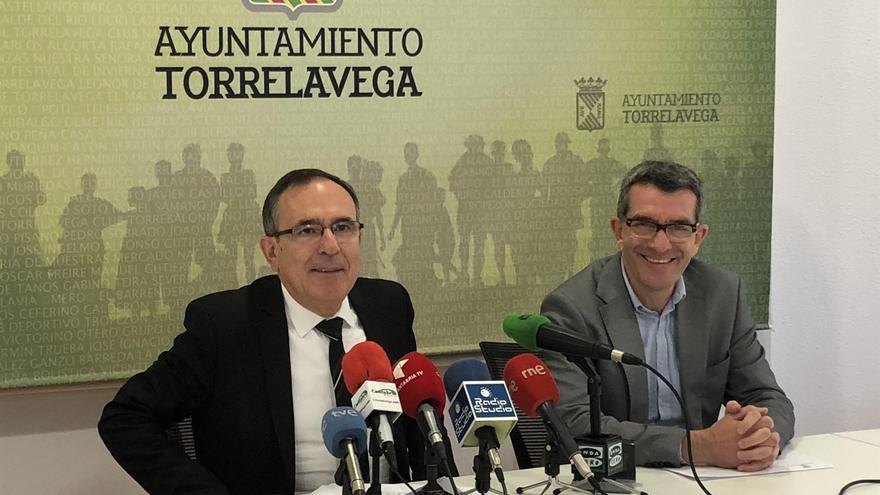 El alcalde y el concejal de Economía y Hacienda han presentado en rueda de prensa el documento económico.