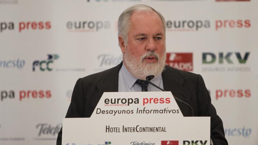 """Arias Cañete sobre el Algarrobico: """"Espero contratar una gran empresa que tenga explosivos"""""""