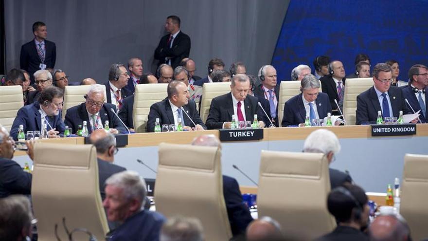 La OTAN aprueba enviar 4 batallones al este y asume el mando de defensa antimisiles