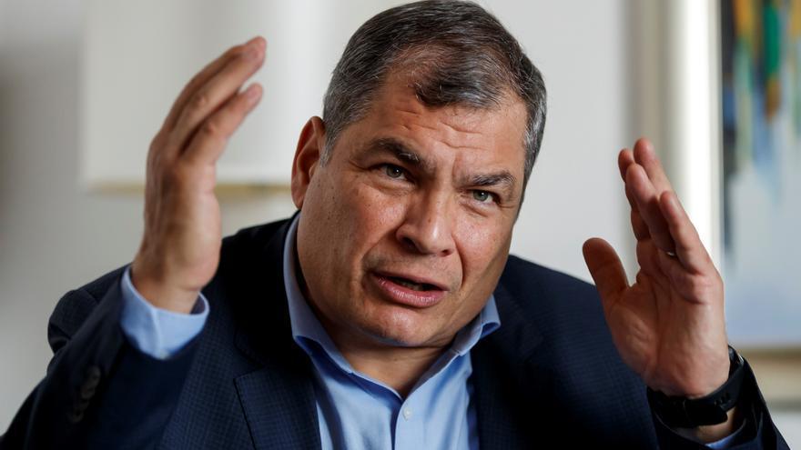 """Periodistas piden justicia tras """"persecución"""" de expresidente en Ecuador"""