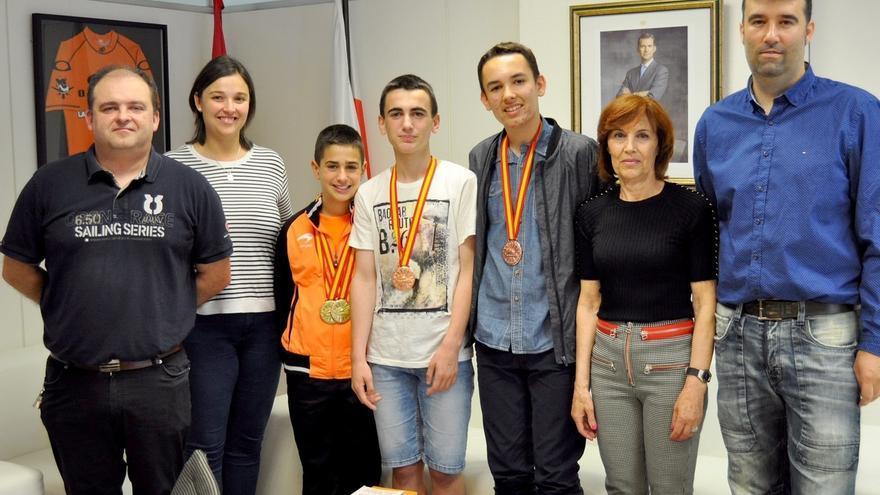 El Gobierno felicita a los medallistas cántabros en los Campeonatos de España de Badminton