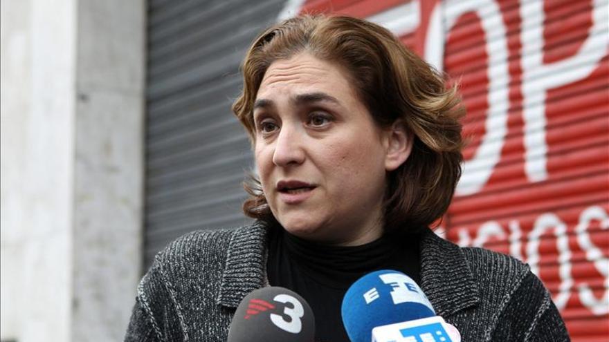 Manos Limpias denuncia a Ada Colau por amenazas y coacciones en los escraches