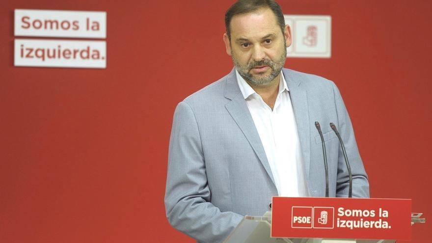 """Ábalos descarta un fotografía de Sánchez con Rajoy y Rivera contra el independentismo porque """"no invita a sumar"""""""