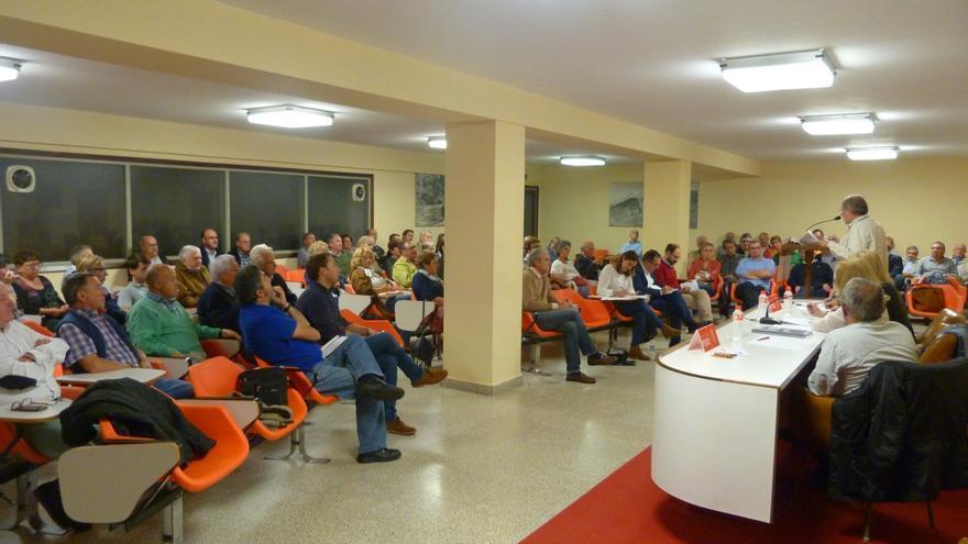 La Asamblea de militantes del PSOE de Torrelavega aprueba por unanimidad mantener el 'no' a Rajoy