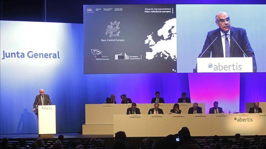 Abertis lanza una opa sobre el 6,5 % de su capital a 15,70 euros por acción
