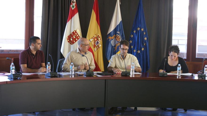 Imagen de la reunión en el Cabildo de La Gomera entre el Gobierno, Cabildo y ayuntamientos para el reglamento del Consejo de la Juventud