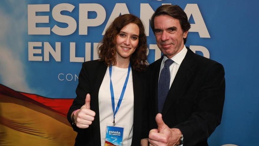 El expresidente José María Aznar junto a la presidenta de la Comunidad de Madrid, Isabel Díaz Ayuso, en una foto de archivo.