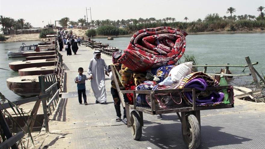 250 Familias huyen de combates entre yihadistas y el ejército al sur de Mosul