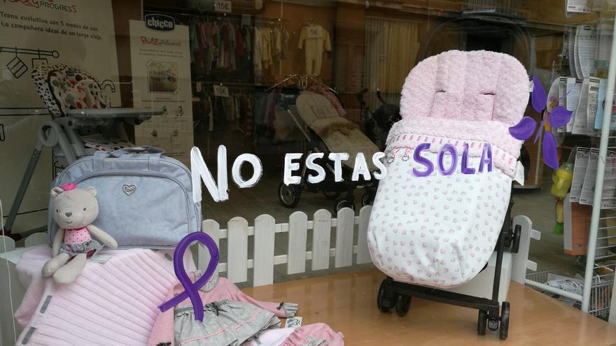 Los comercios de Bullas hacen campaña en contra de la violencia machista