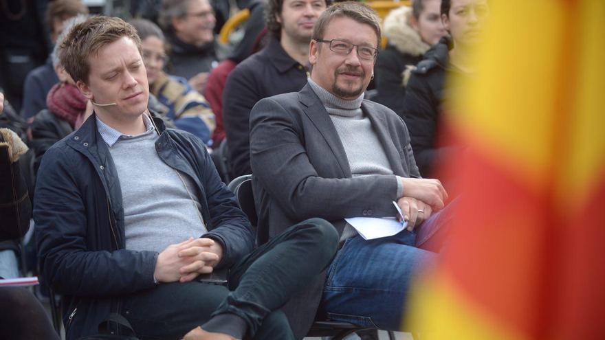 Xavier Domènech y el analista británico Owen Jones, que ha apoyado al candidato de los comunes.