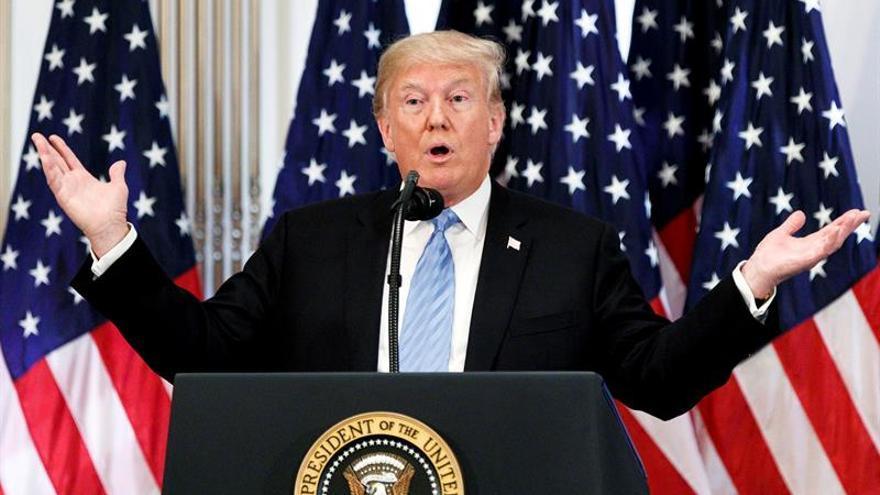Trump dice que el Ejército podría abrir fuego si es apedreado por migrantes