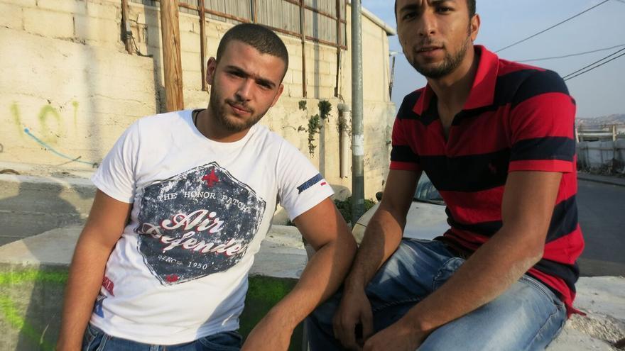 Los amigos Ahmed Eusad y Bilal Abu Yamal, en el barrio Yabel al Mukaber / Ana Garralda